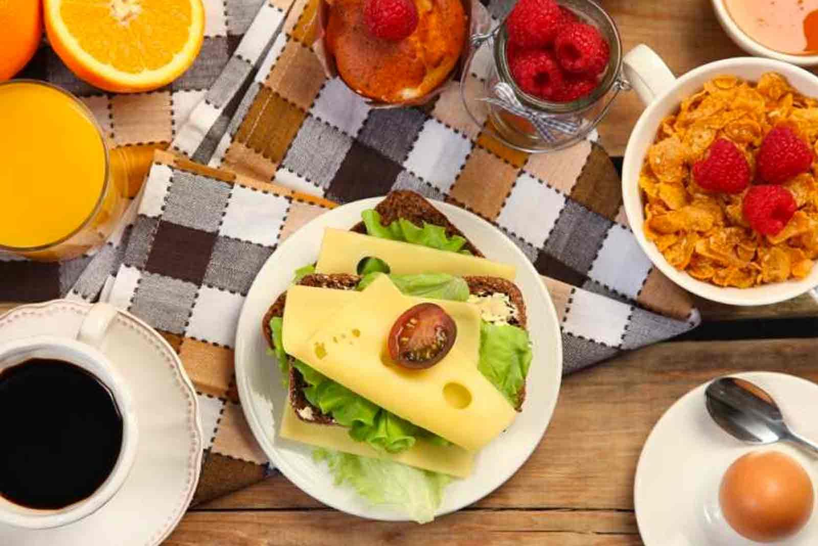 2000 calorie cosa mangiare a colazione